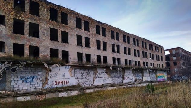 Nơi này vẫn còn một số công trình bỏ hoang, chờ đợi du khách đến khám phá. Ảnh: Malgosia Krakowska/CNN