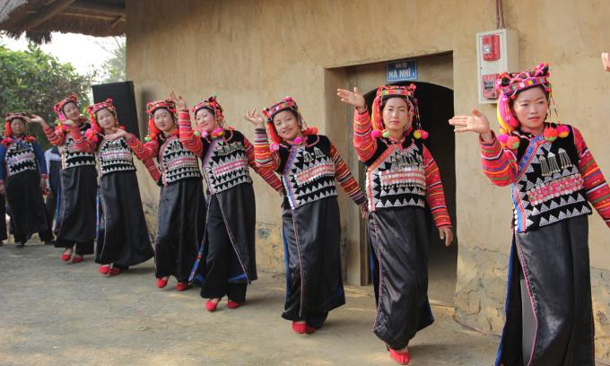 Tái hiện Lễ Khù sự chà của dân tộc Hà Nhì. Ảnh: Làng văn hóa - du lịch các dân tộc Việt Nam.
