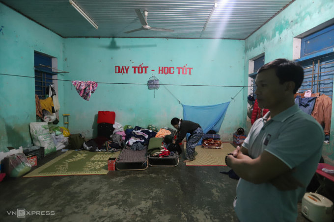 Phòng học nơi người dân nóc Ông Đề đang tá túc. Ảnh: Nguyễn Đông.