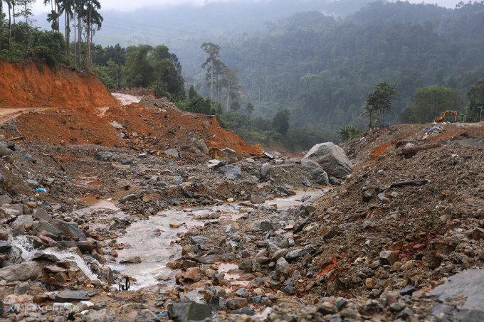 Nóc ông Đề giờ là cảnh đổ nát, hoang tàn. Ảnh: Nguyễn Đông.