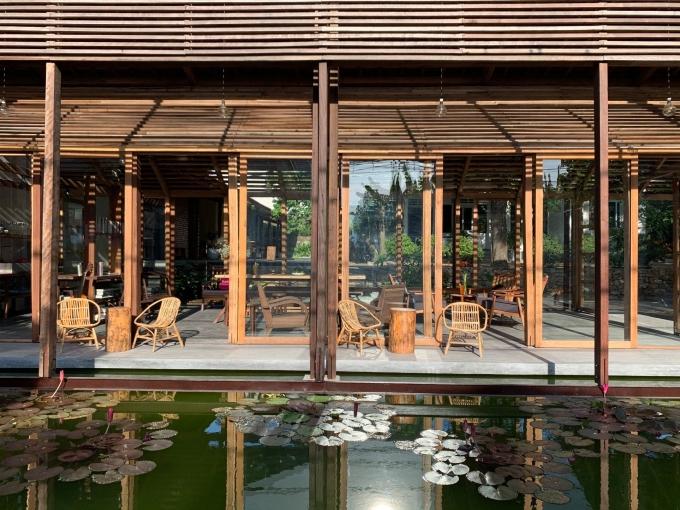Vốn là kiến trúc sư, anh Dương muốn tạo nên một không gian giản dị, thanh tịnh, đề cao tính thư giãn, chữa lành và mang không gian này đến gần với mọi người. Ảnh: Sahi