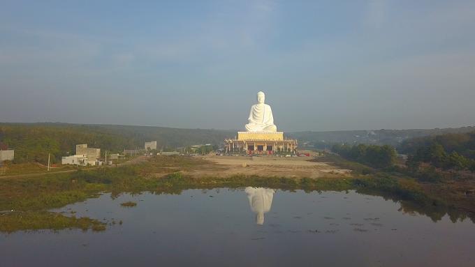 Toàn cảnh Bức tượng Phật Thích Ca Mâu Ni tại chùa Phật Quốc Vạn Thành, Bình Phước. Ảnh: Tông Uyên.