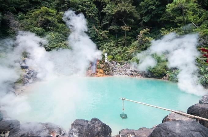 Suối nước nóng Umi jigoku nằm trong quần thể Beppu. Ảnh: