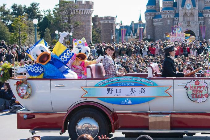 Tokyo Disneyland là công viên Disney đầu tiên được xây dựng ngoài nước Mỹ. Nơi đây đã cung cấp việc làm cho hơn 20.000 người dân Nhật. Giá vé ở đây rẻ hơn các công viên Disneyland tại Mỹ. Ảnh: Moshi Moshi Nippon