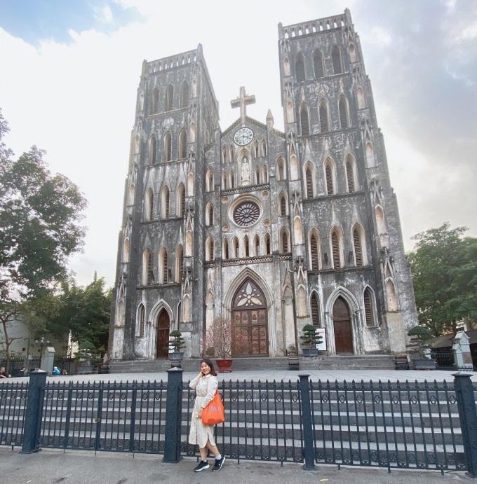 Có dịp đến Hà Nội vào năm 2020, Ju Hee khá ấn tượng với thời tiết, món ăn và giọng nói người Hà Nội. Ảnh: NVCC