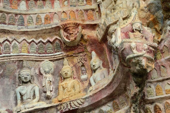 Trong đền hang Kawgun là những bức khắc Phật gắn khắp nơi. Ảnh: Alamy