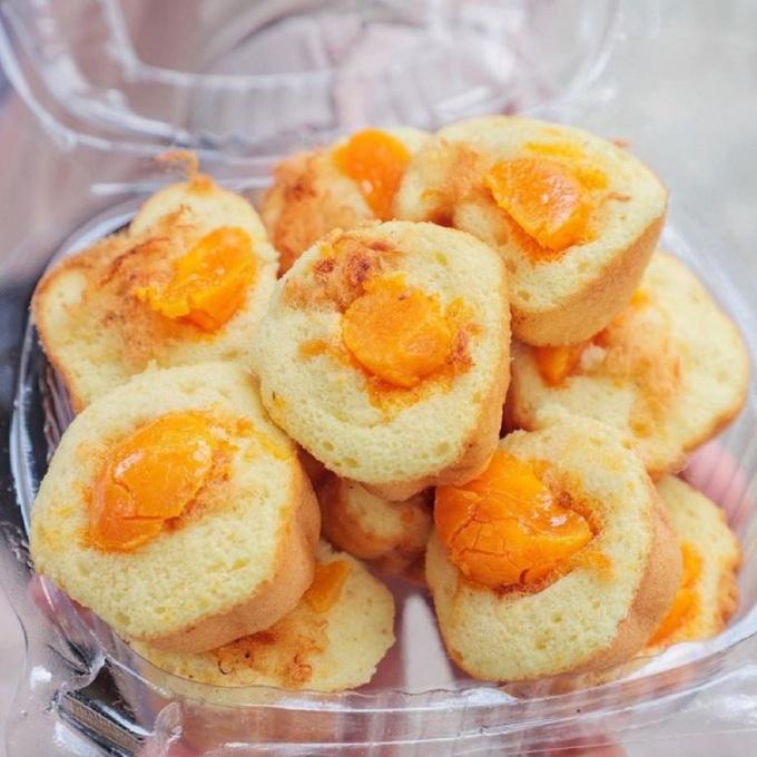 Chiếc bánh nhỏ nhắn, mềm mịn và không quá ngọt. Ảnh: @ngochan_lenguyen/Foody