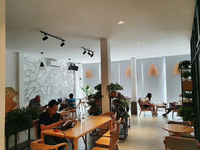 1st floor is air-conditioned space.  Most customers choose this space to avoid heat and work.