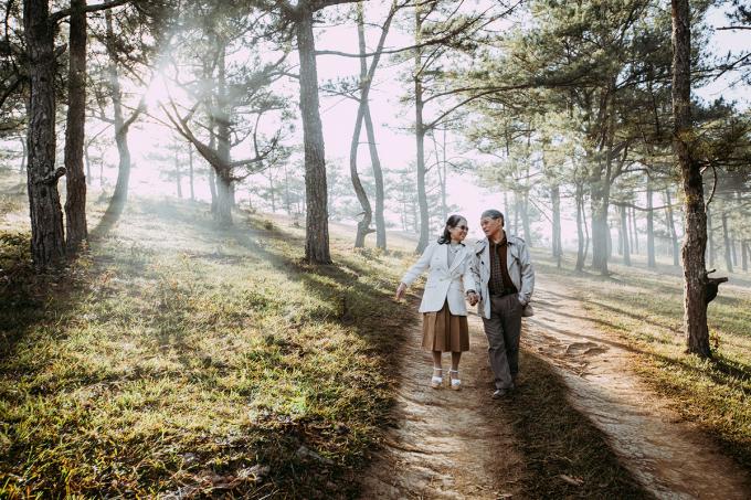 Các cặp đôi có kỷ niệm 20 năm ngày cưới trở lên khi mua vé máy bay Vietravel Airlines sẽ được giảm giá tới 40%. Ảnh: Quang Minh.