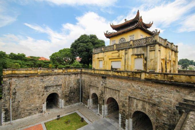 Hoàng thành Thăng Long là Di sản Thế giới đã được UNESCO công nhận. Địa điểm hơn 1000 tuổi này có vị trí quan trọng trong lịch sử Việt Nam. Hiện tại, nó tồn tại đến nay với tình trạng được bảo tồn tương đối tốt. Đây cũng là vị trí được cho là đã phát hiện nhiều di tích cổ xưa, là nền tảng của các nền văn minh cổ đại sống tại đây nhiều thế kỷ trước. Ảnh: ShutterstockĐịa chỉ: 19C Hoàng Diệu, Điện Bàn, Ba Đình