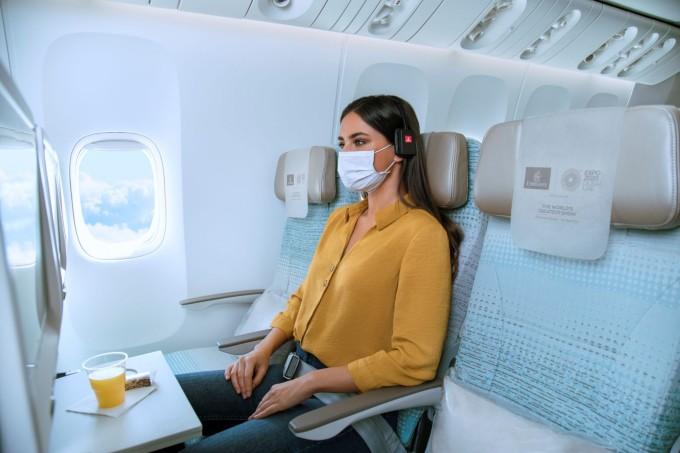 Động thái mới được đưa ra sau 8 tháng, kể từ khi Emirates cho rằng việc bỏ cách ghế giữa để tạo khoảng cách trên máy bay, giãn cách xã hội là một động thái kinh doanh phi lý. Ảnh: Emirates