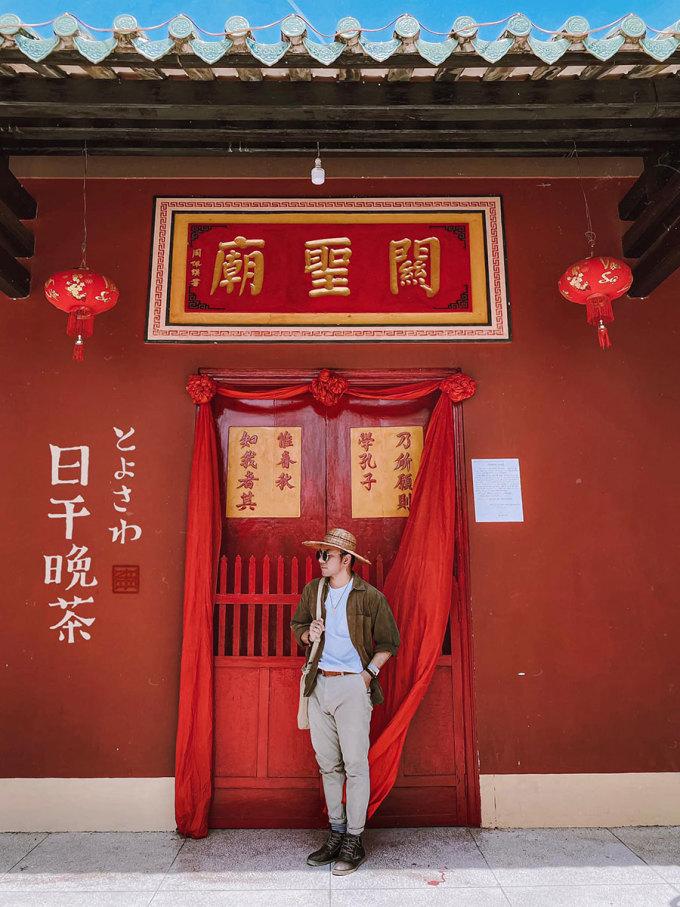 Blogger Cường Khỉ (1991), ghi lại những bức hình tại Quỳnh Phủ Hội quán và chia sẻ lên các cộng đồng du lịch. Bộ ảnh của anh thu hút khoảng 7.000 lượt thích trên mạng xã hội và nhiều lượt bình luận, chia sẻ.