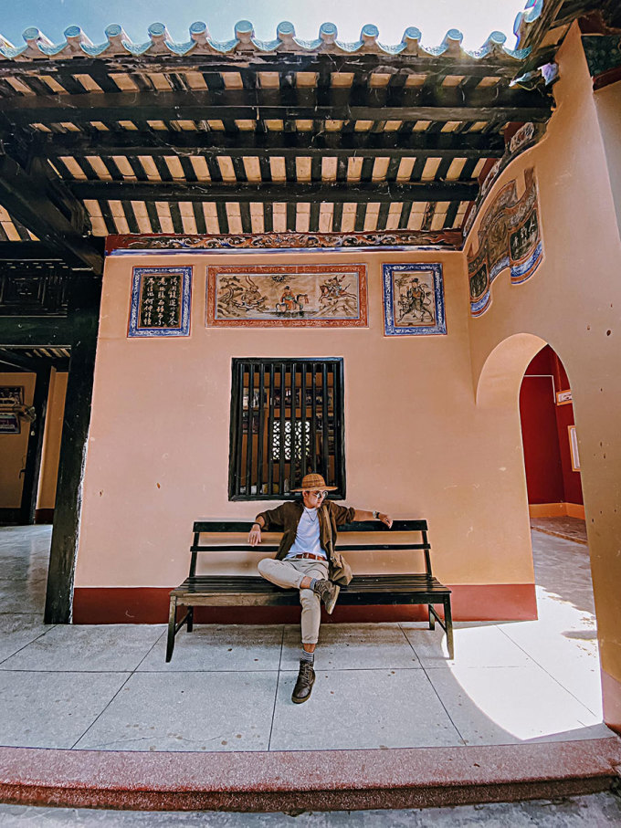 The relic has been restored and embellished many times.  In 2009, Khanh Hoa Provincial People's Committee ranked Quynh Phu Assembly Hall as a historical - cultural relic at the provincial level.