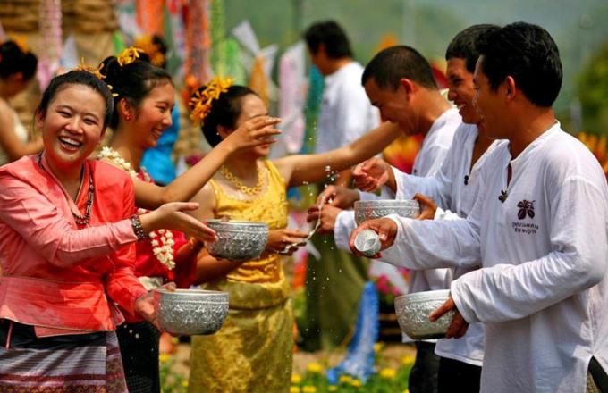 Songkran là ngày lễ lớn nhất trong năm của người dân địa phương, năm nay diễn ra vào 13-15/4. Ảnh: