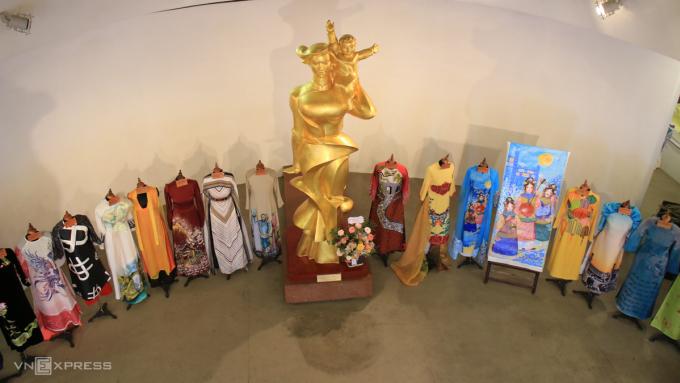 Bộ sưu tập áo dài lấy cảm hứng từ các di sản thiên nhiên, văn hóa phi vật thể của Việt Nam. Ảnh: Ngọc Diệp