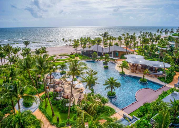 InterContinental Phu Quoc Long Beach Resort là một trong những điểm đến phù hợp cho du khách trải nghiệm những ngày nghỉ thư thái bên bờ biển.