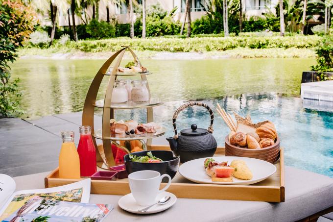 Các đầu bếp và nhân viên sẽ phục vụ tại bàn những gì du khách lựa chọn với vô số món ăn, thức uống cho một bữa sáng ngon miệng, đầy đủ năng lượng.