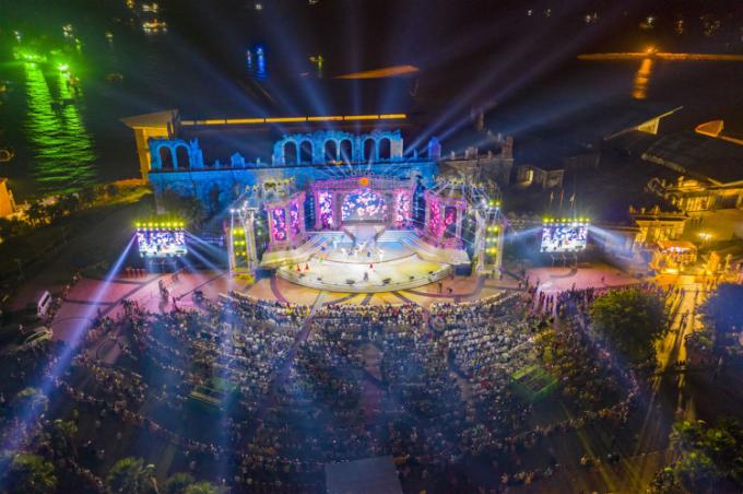 Sự kiện Countdown Nam Phú Quốc 2021 hoành tráng quy tụ những nghệ sỹ tên tuổi và thu hút hàng ngàn người tham gia. 12 mùa lễ hội năm 2021 hứa hẹn đưa Nam Phú Quốc trở thành điểm đến đa sắc màu – vạn trải nghiệm – triệu cảm hứng (Ảnh: Ánh Dương)