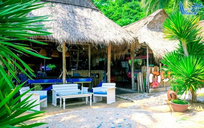 Homestay có phục vụ quầy bar ngoài trời để du khách có thể tận hưởng trọn vẹn kỳ nghỉ của mình. Ảnh: Lifes A Beach