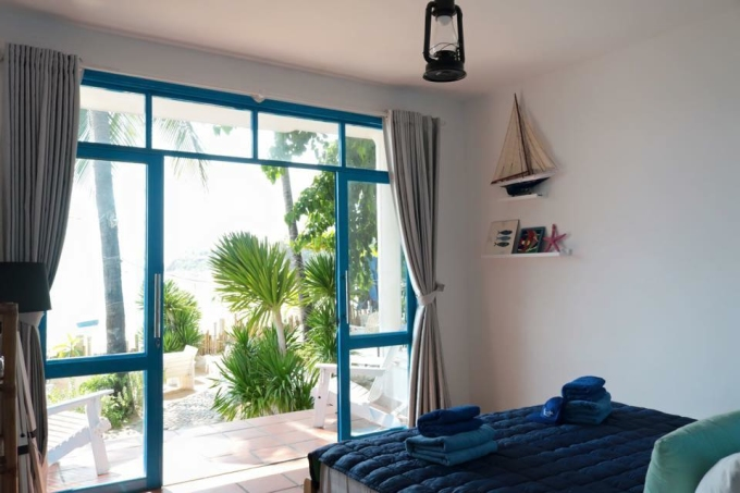 Nằm ngay trên Bãi Xép, khách dừng chân tại homestay có thể ngắm nhìn khung cảnh biển ngay trong căn phòng của mình. Ảnh: Lifes A Beach