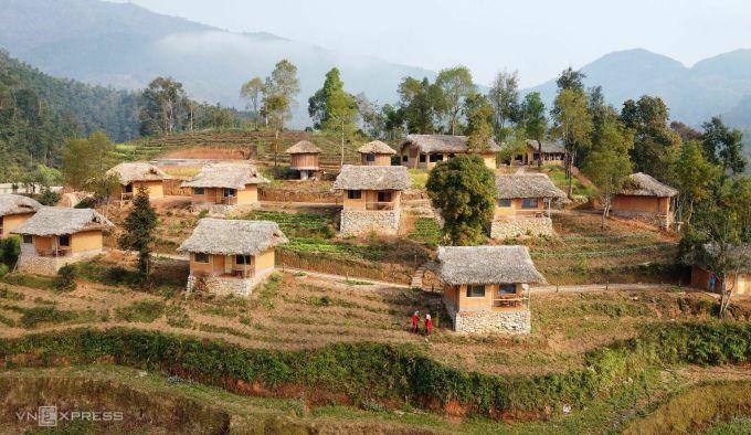 Khu nghỉ Hồ Thầu Eco Village nhìn từ trên cao. Ảnh: Anh Phú