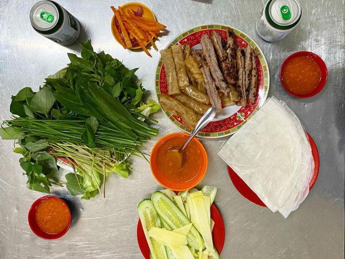 Món nem nướng Nha Trang tại Nha Trang. Ảnh: vietnamesegod