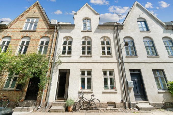 Ngày nay, những ngôi nhà được thiết kế cho một gia đình thay vì hai, ba hộ như trước. Ảnh: Vildmedhuse