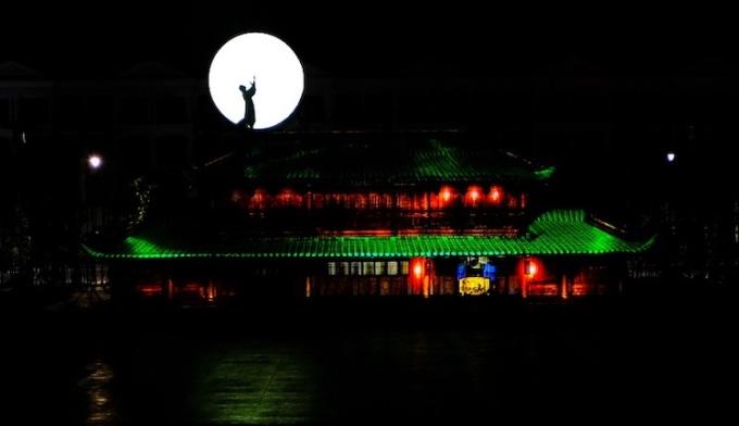 Khi màn đêm buông xuống, cũng là lúc thành phố không ngủ Grand World thức dậy. Đó là ba show tỷ USD với công nghệ trình diễn, âm thanh, ánh sáng mang đến những cảm xúc thú vị cho du khách.