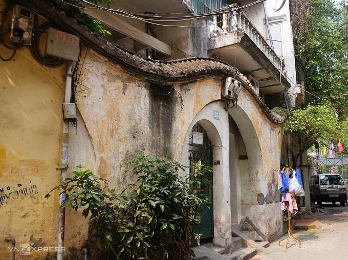 Biệt thự gần 100 năm tuổi bị lãng quên ở Hà Nội - 4
