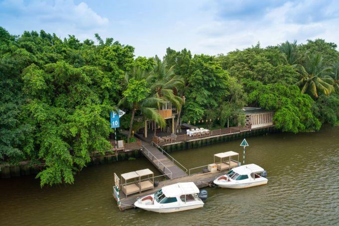 Chỉ mất 30 phút di chuyển bằng cano trên sông Sài Gòn để đến với An Lâm Retreat tọa lạc tại ấp Trung, Thuận An (Bình Dương). Không gian gần gũi thiên nhiên, nhiều cây xanh và ven sông phù hợp cho những chuyến nghỉ dưỡng 2 ngày 3 đêm.
