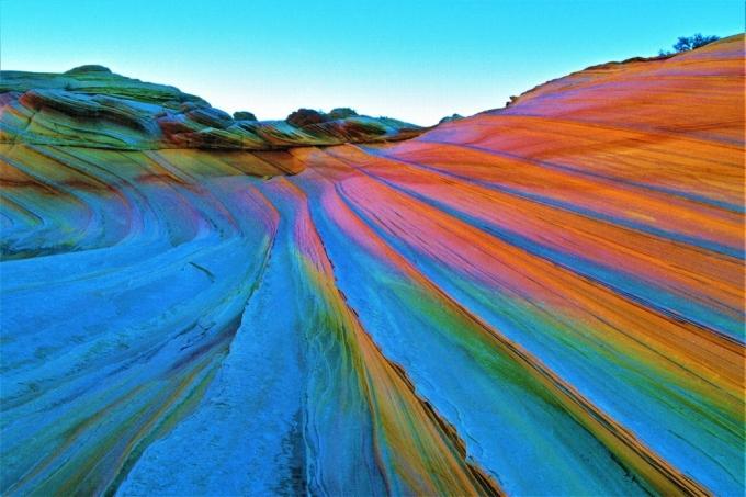 Những ngọn núi sặc sỡ luôn thu hút du khách check-in và chiêm ngưỡng sự phong phú của thiên nhiên. Màu sắc của những ngọn núi này thường được tạo nên bởi trầm tích. Dưới đây là những dãy núi cầu vồng đẹp nhất thế giới, theo The Travel. Ảnh: iStock