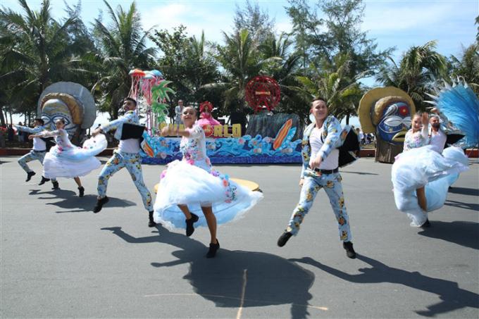 Carnival đường phố khuấy động Sầm Sơn, Thanh Hóa.