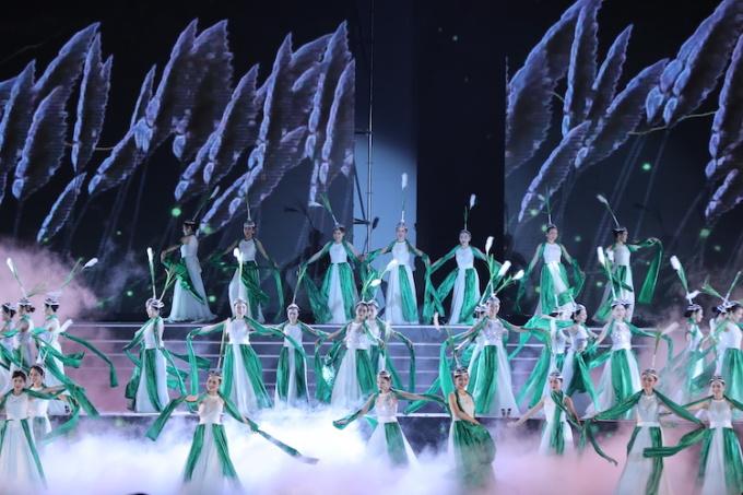 Chương trình nghệ thuật chủ đề Hoa Lư - Ngàn năm vang mãi do NSƯT Khánh Toàn dàn dựng kịch bản và Tổng đạo diễn. Ảnh: Thúy Hà.