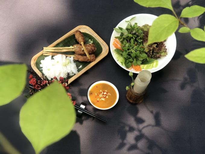 Nem lụi nướng là một trong những món ăn ngon gắn liền với các giá trị văn hóa Việt.