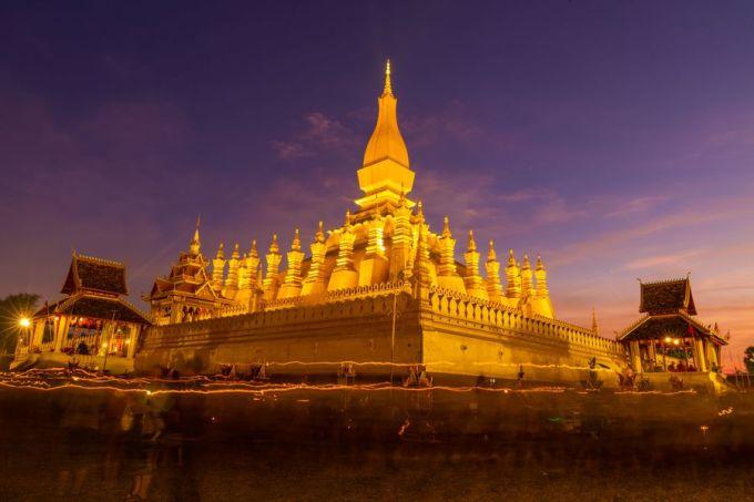 Pha That Luang được xem như biểu tượng của Lào, đồng thời là ngôi chùa tháp lớn và đẹp nhất tại  gia này. Ngôi chùa được xây dựng vào năm 1566 (thế kỷ 16). Tiền và quốc huy của Lào cũng in hình Pha That Luang. Ảnh: Kaikeo Saiyasane/Xinhua