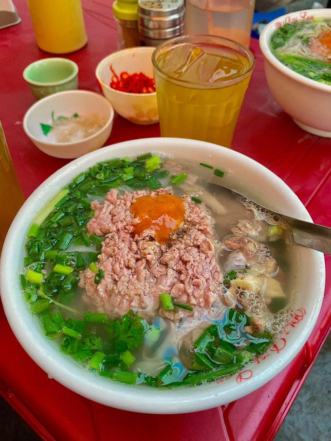 Phở bò Nam Định không thể thiếu nước mắm ngon. Ảnh: Tùng Anh.