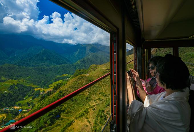 Lào Cai là điểm đến được nhiều du khách Hà Nội lựa chọn để đi theo nhóm gia đình, còn du khách TP HCM có xu hướng đi theo nhóm bạn, hoặc tour do công ty du lịch tổ chức. Ảnh: Kiều Dương