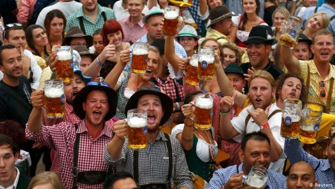 Lễ hội bia Oktoberfest thường thu hút khoảng 6 triệu lượt khách mỗi năm. Ảnh: Reuters