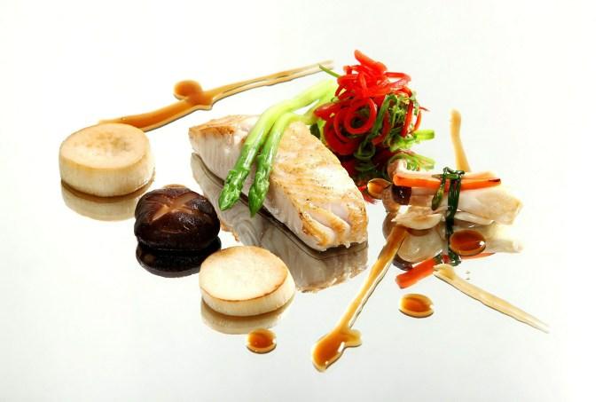 Theo đại diện nhà hàng, sự chăm chút tỉ mỉ và cầu kỳ đến từ các đầu bếp tài năng hứa hẹn sẽ đem đến cho khách hàng một trải nghiệm ẩm thực Việt - Đông Dương nguyên bản, nhưng không kém phần sáng tạo, thú vị. Thực đơn 3 miền đa dạng sẽ mang lại những dư vị khó quên cho những thực khách khi đến nhà hàng.