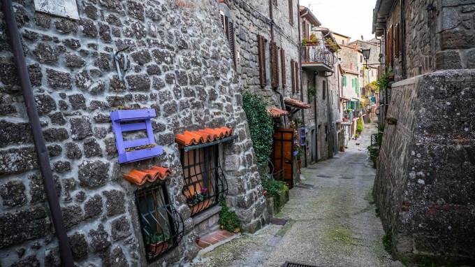 Tòa thị chính địa phương cũng ra mắt một website mang tên Vivi in paese để giới thiệu cho du khách về các ngôi nhà để thuê. Đó có thể là một ngôi nhà nhỏ bằng đá ấm cúng ở trung tâm lịch sử của thị trấn...  Ảnh: Comune di Santa Fiora