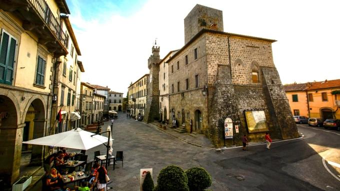 Thị trấn vừa lắp đặt Internet cáp quang tốc độ cao, để cư dân mới có thể làm việc ngay tại trung tâm thị trấn, trong những quán cà phê hẻm nhỏ hay các cung điện thời Phục hưng. Ảnh: Comune di Santa Fiora