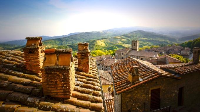 Điều kiện để bạn hưởng quyền lợi trên là lưu trú ở đây từ hai đến sáu tháng. Giá thuê nhà trong thị trấn dao động từ 300 đến 500 Euro mỗi tháng, nghĩa là bất kỳ ai chuyển đến đây chỉ cần trả ít nhất 100 Euro mỗi tháng tiền nhà. Ảnh: Comune di Santa Fiora