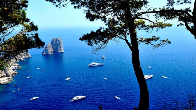 Ludovica Di Meglio, người đứng đầu sở du lịch Capri cho biết: Ngoài những địa điểm được biết đến nhiều, Capri còn cung cấp những con đường mòn tự nhiên tuyệt vời phù hợp với đại dịch. Ảnh: CNN