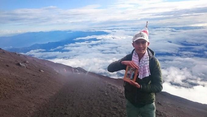 Chuyến đi đáng nhớ nhất của Nhân là lần đầu anh đến núi Phú Sĩ, ngọn núi có độ cao hơn 3.776 m, cao nhất Nhật Bản. Anh gọi cuộc chinh phục ngọn núi dài hơn 15 tiếng của mình là hành trình cõng cha mẹ lên trời.