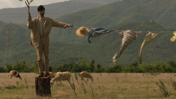 Theo lời mách của người dân địa phương, địa điểm này là một bãi đất trống nằm ở xã Phước Trung, huyện Bác Ái, đối diện một vườn hoa, đi từ đồng cừu An Hoà khoảng 3 km là đến.