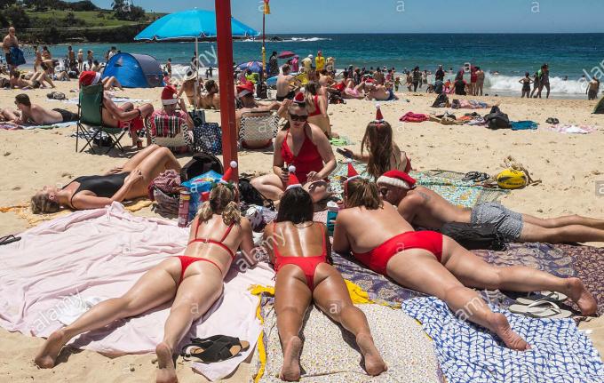Bãi biển Sydney trong một ngày Giáng sinh. Vì ở nam bán cầu nên mùa đông ở Australia là thời điểm mùa hè ở nhiều quốc gia khác. Ảnh: Alamy