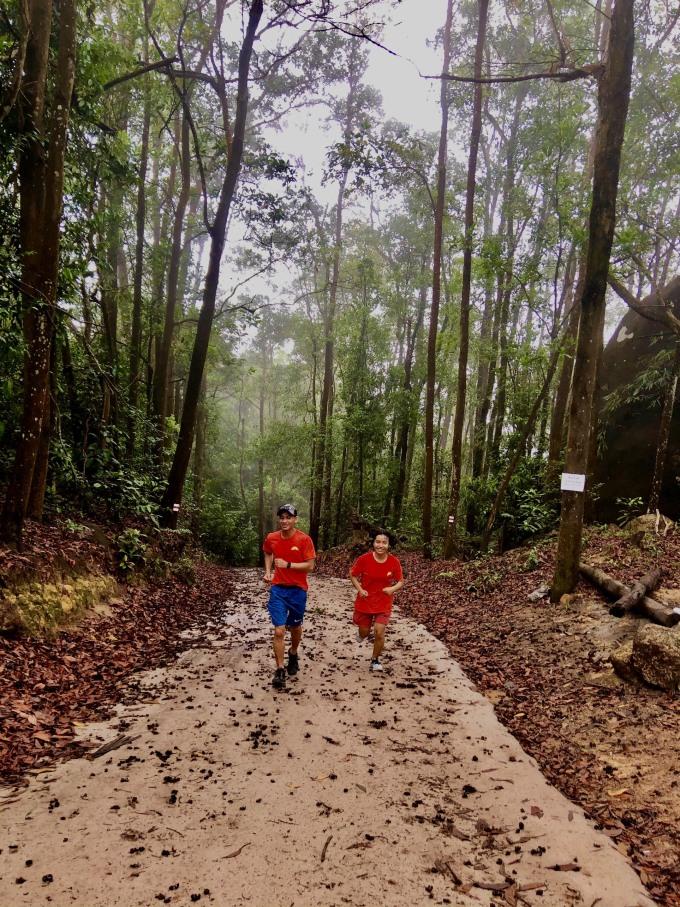 Núi Dinh cũng là điểm chạy bộ, trekking yêu thích của nhiều du khách. Ảnh: NVCC.
