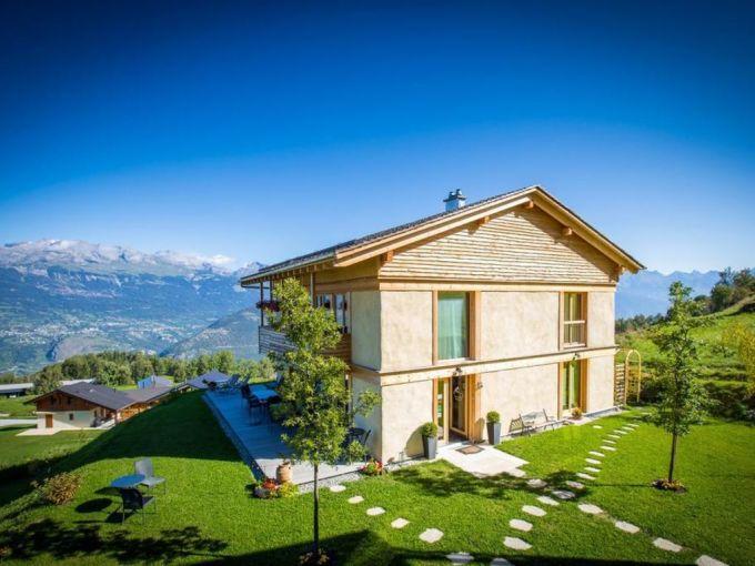 Khách sạn bằng rơm Như được trở về quá khứ, ngày nay rơm ngày càng được sử dụng nhiều trong xây dựng nhà ở và các loại công trình khác do được ưa chuộng vì khả năng cách nhiệt và chống cháy. Khách sạn Maya Boutique ở Val dHérens, Thụy Sĩ, được xây dựng gần như hoàn toàn bằng rơm và gia cố bằng đất sét. Ảnh: Nature Homes