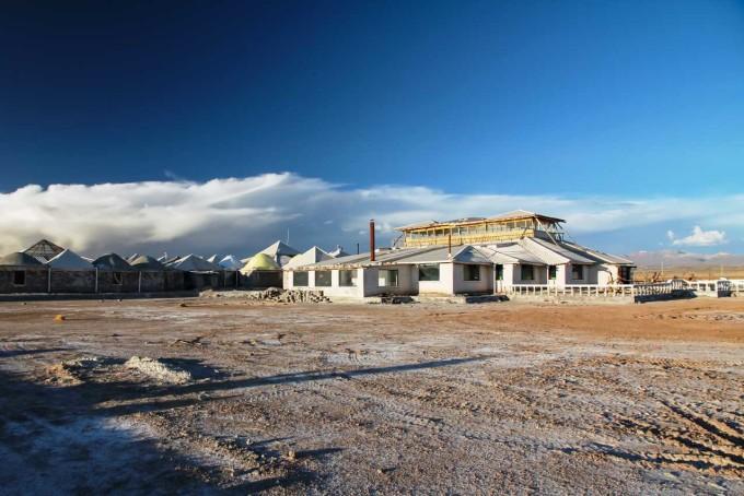Khách sạn Palacio de Sal, BoliviaNằm giữa cánh đồng muối lớn nhất thế giới, Palacio de Sal là một khách sạn được xây dựng hoàn toàn bằng muối. Các bức tường, sàn nhà, mái nhà hình lều tuyết và hầu hết đồ nội thất đều được làm từ muối. Ảnh: Duende by Madam ZoZo