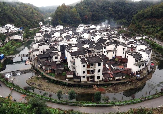 Những ngôi làng theo kiến trúc Huy Châu tồn tại hàng trăm năm và ngày nay đã trở thành một trong những điểm đến lý tưởng đối với khách du lịch như Làng cổ Tây Đệ, Làng cổ Hoành Thôn, Hoàng Sơn (thuộc tỉnh An Huy), Vụ Nguyên (thuộc tỉnh Giang Tây)... Ảnh: Jianshu